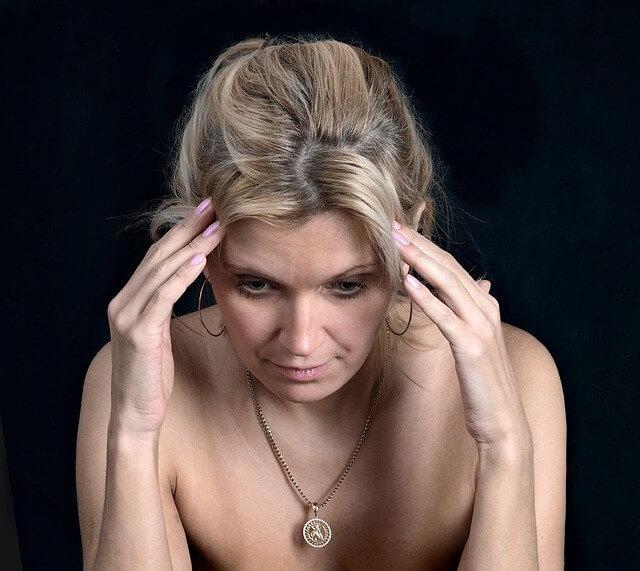 dor de cabeça e dor nos olhos